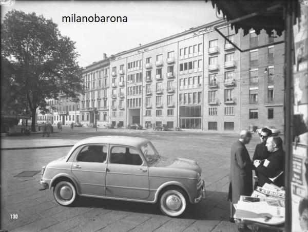 Milano 1954. Piazza Sant'Ambrogio. L'automobile in sosta è una FIAT 1100/103. (fonte fotografica : web - portale Lombardia Beni Culturali)