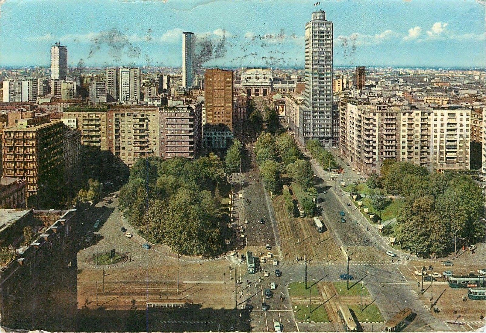 Cartolina postalizzata raffigurante Piazza della Repubblica (1963). Fonte immagine hippostcard.com