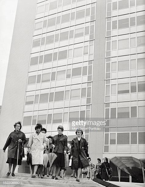 Milano 1962. Grattacielo Pirelli e uscita personale impiegatizio femminile della omonima industria.