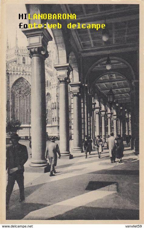 Portici Vittorio Emanuele verso i Portici Settentrionali di Piazza Duomo nel 1940 (fonte immagine delcampe.net)