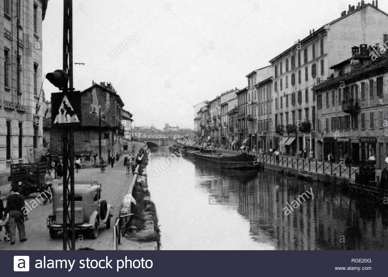 Ripa di Porta Ticinese, Milano Ticinese 1948 circa. Alzaia Naviglio Grande verso Vicolo Lavandai (foto ripresa dal ponticello pedonale di Via Corsico).