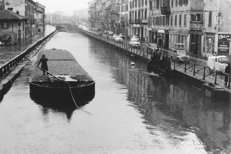 Ticinese 1960, Ripa di Porta Ticinese lungo il Naviglio Grande. Autore immagine Pepi Merisio (fonte web valeriabella.com)