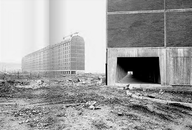 """Barona 1970 circa, ultimazione lotti del nuovo quartiere di edilizia popolare Sant'Abmrogio 2. (fonte web laboratorioimmagine.it dal libro """"Milano Periferia"""")"""