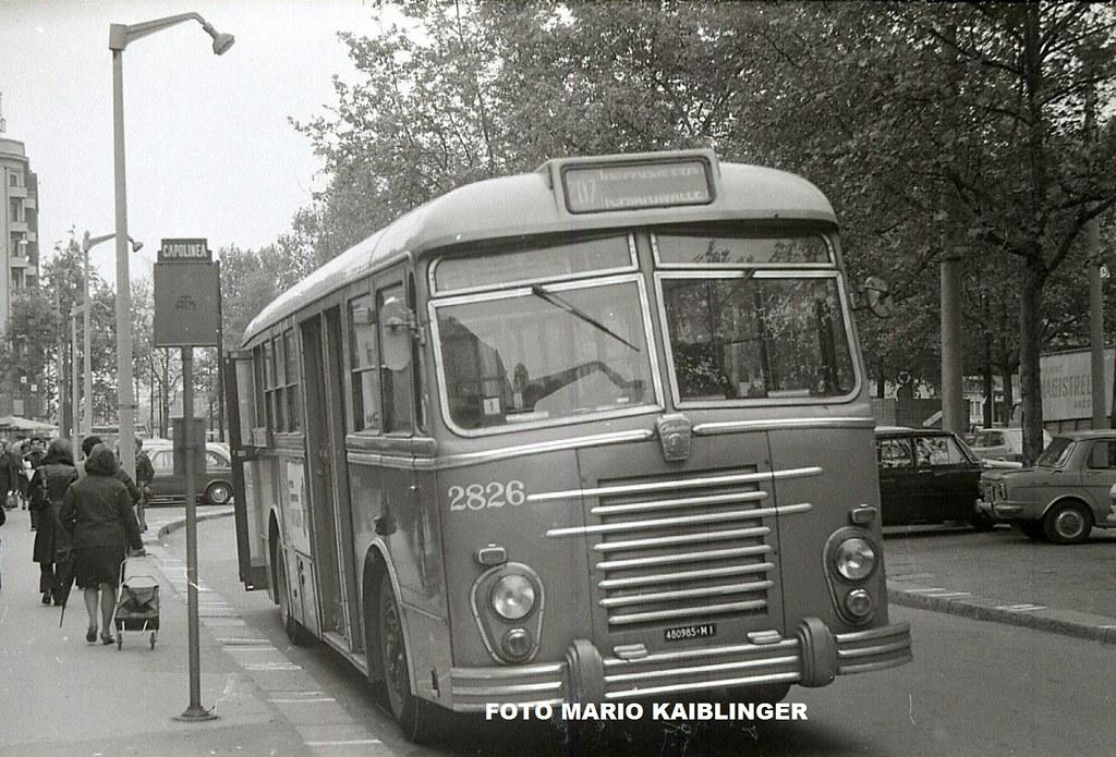 Corvetto, primi anni '70, Viale Enrico Martini, autobus Alfa Romeo 1000 Casaro. Immagine archivio Kaiblinger.