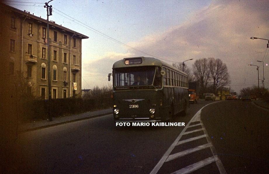 Ortica , anni '70, Cavalcavia Buccari, autobus Alfa Romeo 902 AU, verde ministeriale.