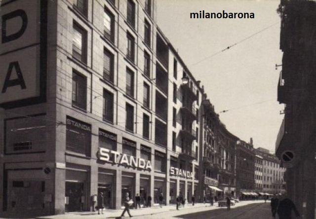 Milano primi anni '70. Grandi Magazzini Standa (gruppo Montedison) di Via Torino angolo Via della Palla. (fonte museodelbasket-milano)