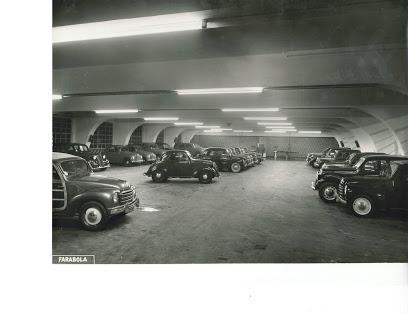 Milano 1950 Porta Genova. Autorimessa di Via Ariberto.