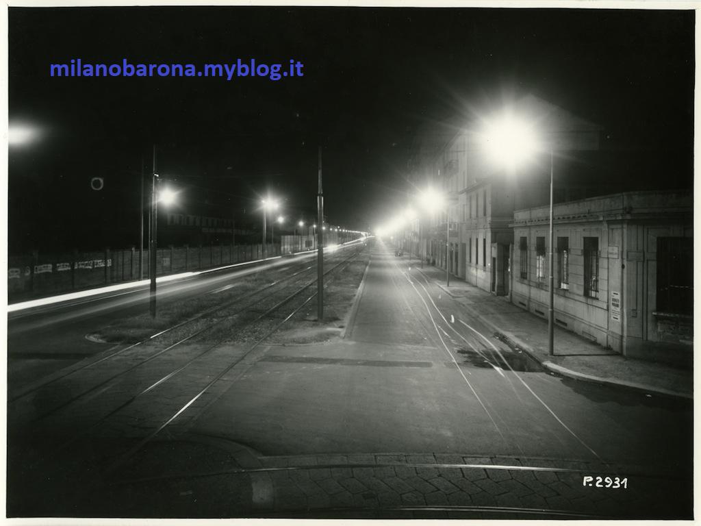 Milano 1955- Giambellino. Immagine notturna di Via Giambellino all'incrocio con Via Bellini (e Brunelleschi). Autore Mario Zacchetti.