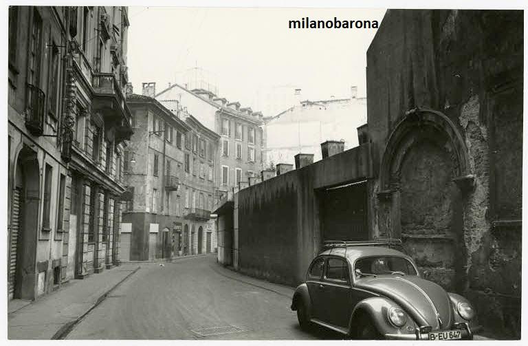 """Milano 1958. Tra Caioli-Brera e le """"5 vie"""". Via Rovello. (fonte fotografica """"fotografieincomune.comune.milano)"""