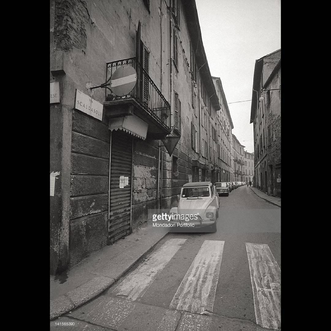 Milano Ticinese anni '70. Via Scaldasole.