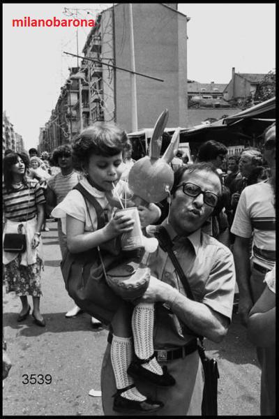 Milano Lorenteggio-Giambellino 1980 circa. Festa del Giglio (Lombardia beni culturali)