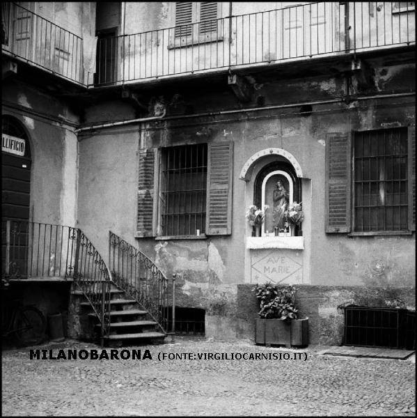 Ticinese-Porta Genova 1969. Corte di Via Vigevano 9.