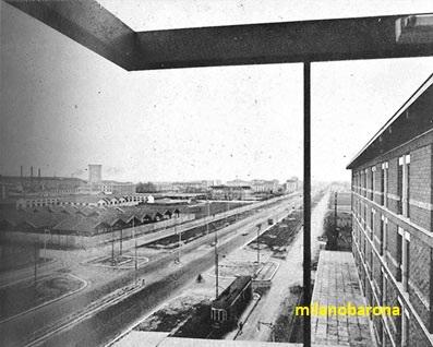Milano 1954, Bicocca. Viale Fulvio Testi e stablimenti Pirelli-Bicocca visti dall'edificio della Fondazione Angelo e Maria Belloni. (fonte: web fondazionebelloni)