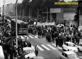 Milano Bicocca prima metà anni '70. Corteo di protesta dipendenti e operai comparto Pirelli. (fonte: web Società Geografica Italiana)