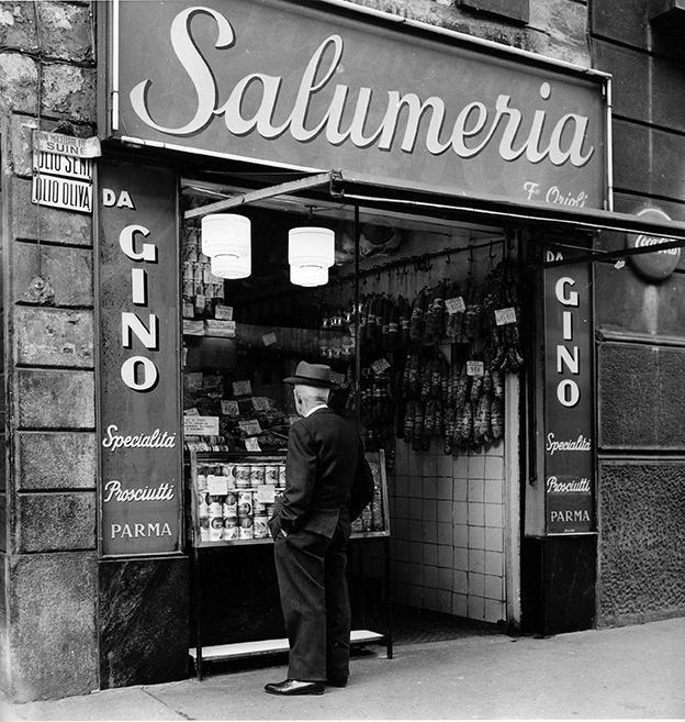 Carrobbio-Ticinese, anni '60, Corso di Porta Ticinese 10, Salumeria-Alimentari. Autore Virgilio Carnisio, fonte web: Archiviofotografico.org