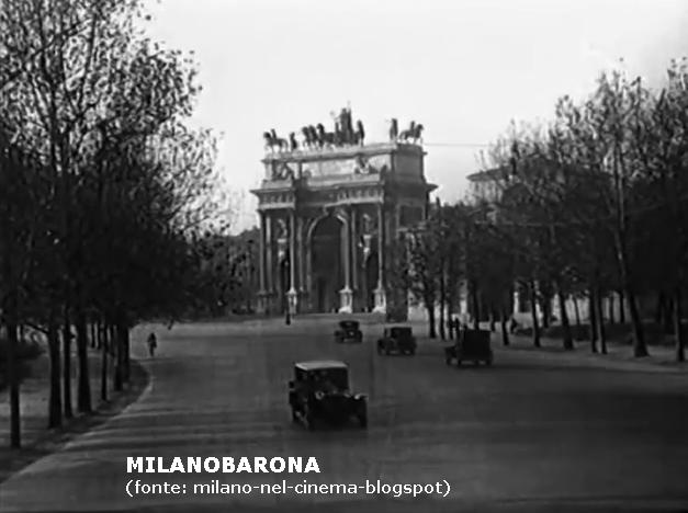Arco della Pace 1929, ripreso dall'attuale viale pedonale Elvezia.