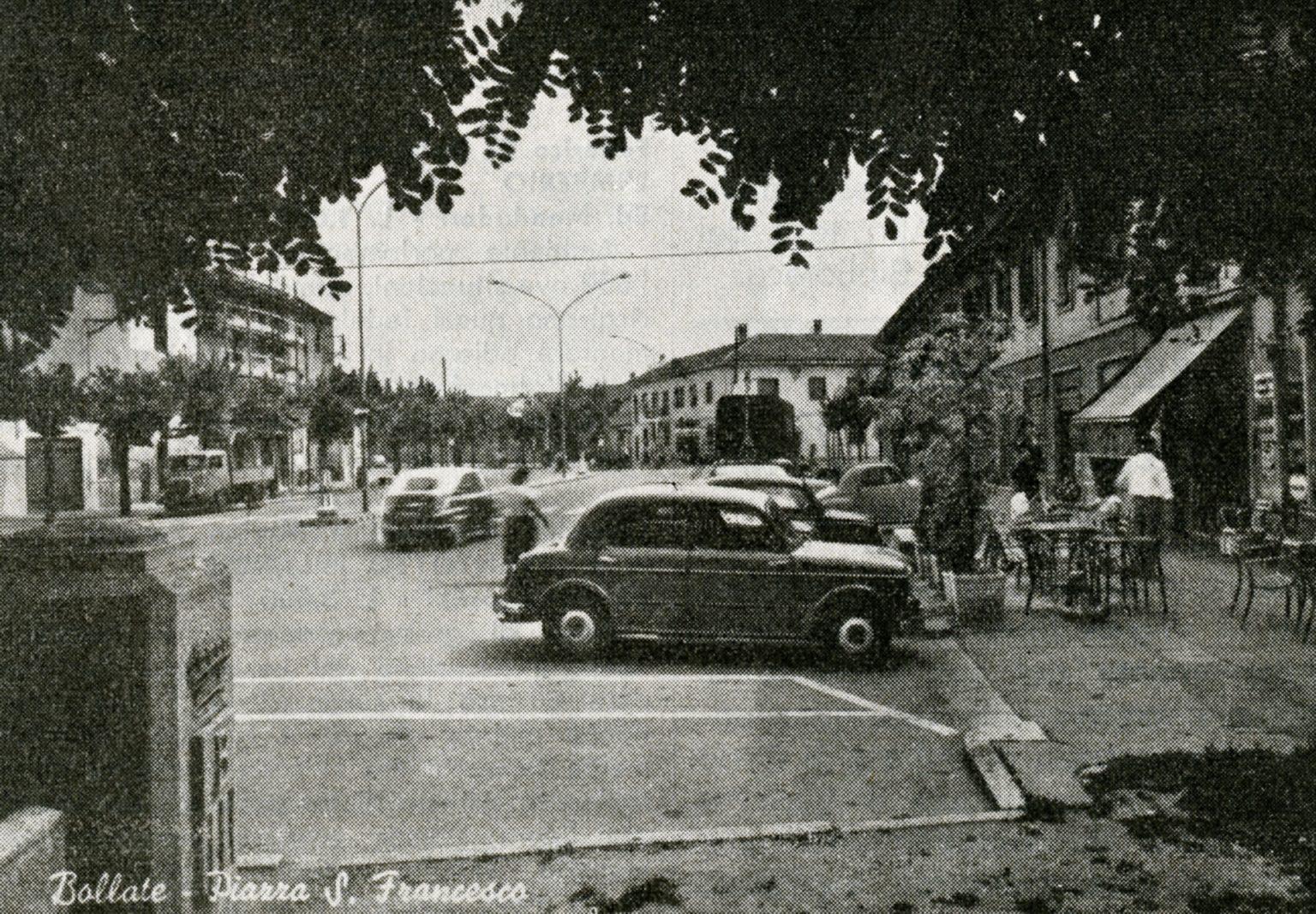 Bollate, Città metropolitana di Milano, 1960 circa. Piazza San Francesco.