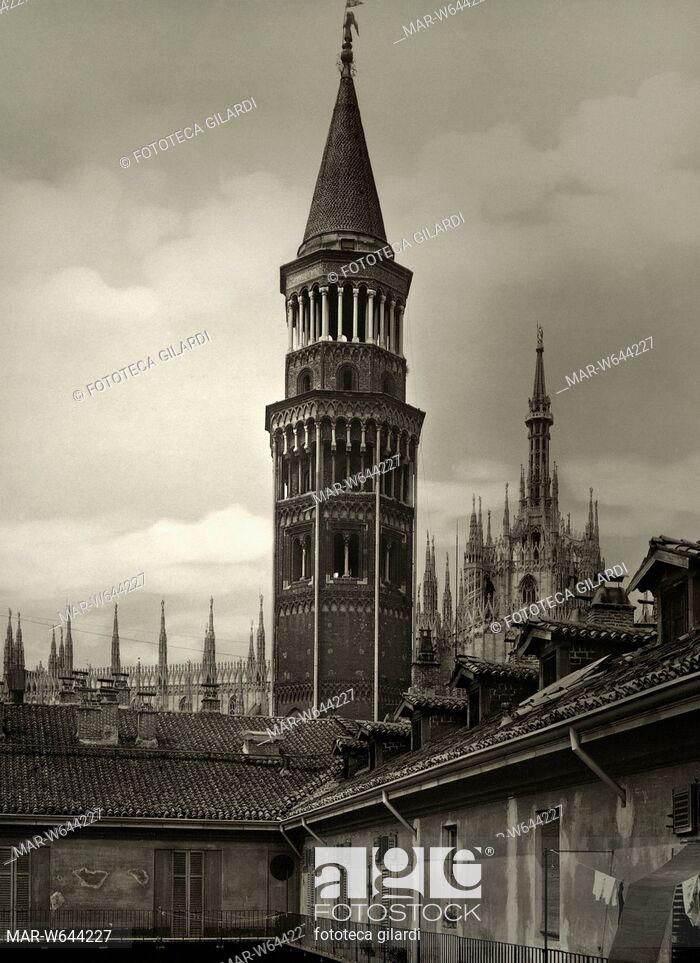 MILANO Veduta del Campanile della Chiesa di San Gottardo, sullo sfondo si intravede anche il Duomo. Milano 1920 circa,,Copyright © Fototeca Gilardi