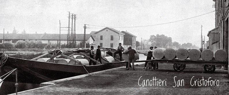Corsico (primi del 900). Alzaia Naviglio Grande (Alzaia Trieste). Fonte immagine pagina fbook Canottieri San Cristoforo. (nella foto sottostante come tale scorcio si presenta oggi)