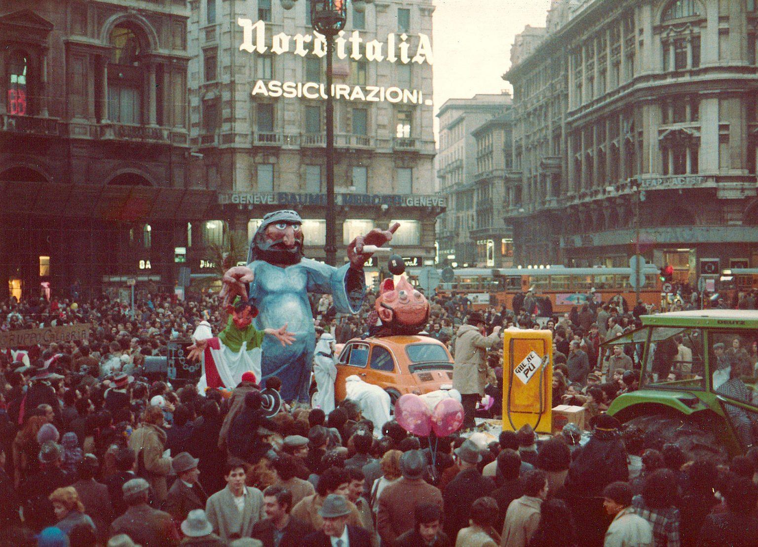 Piazza Duomo 1980, Carnevale Ambrosiano, sfilata di carri. (fonte immagine: web bollateoggi)