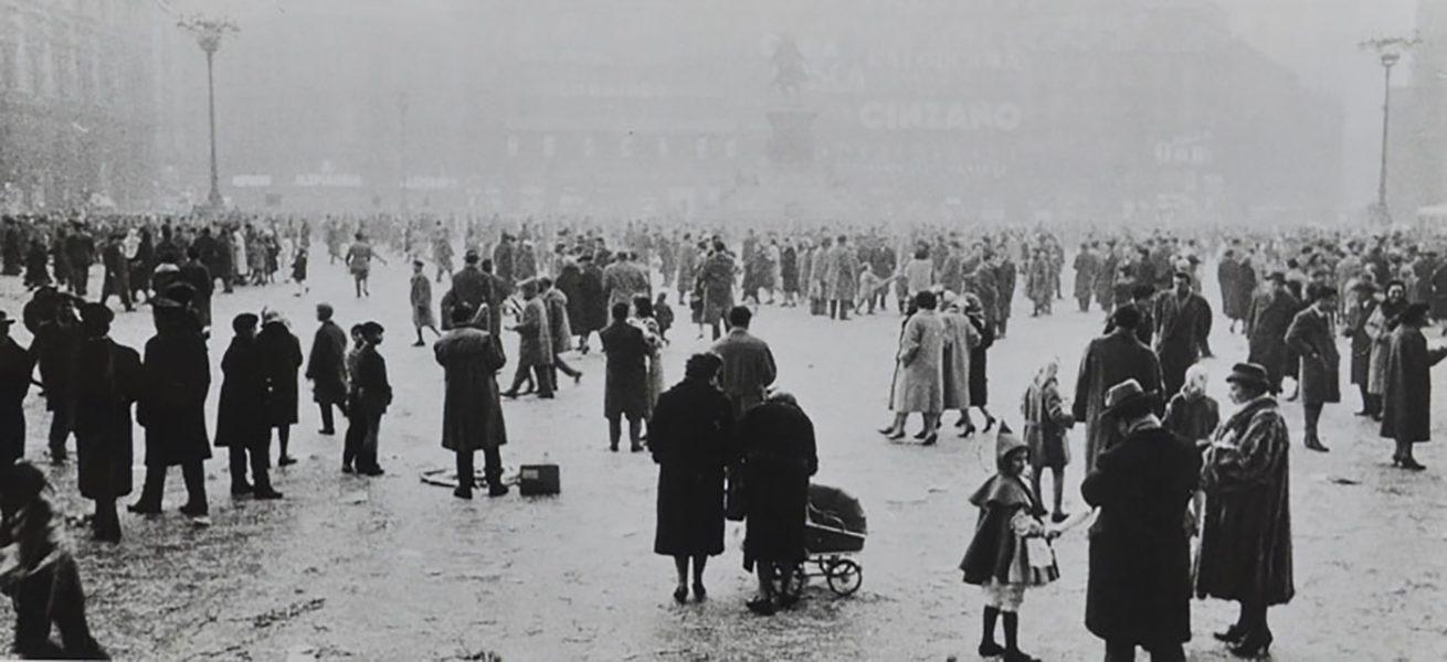 Carnevale 1959 sul Sagrato del Duomo. (fonte web: bergamasca.net)