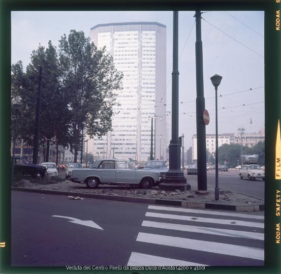 """""""Centro Pirelli"""" (definizione del grattacielo Pirelli quando era occupato dalla Direzione Generale di tale industria) nel 1970."""