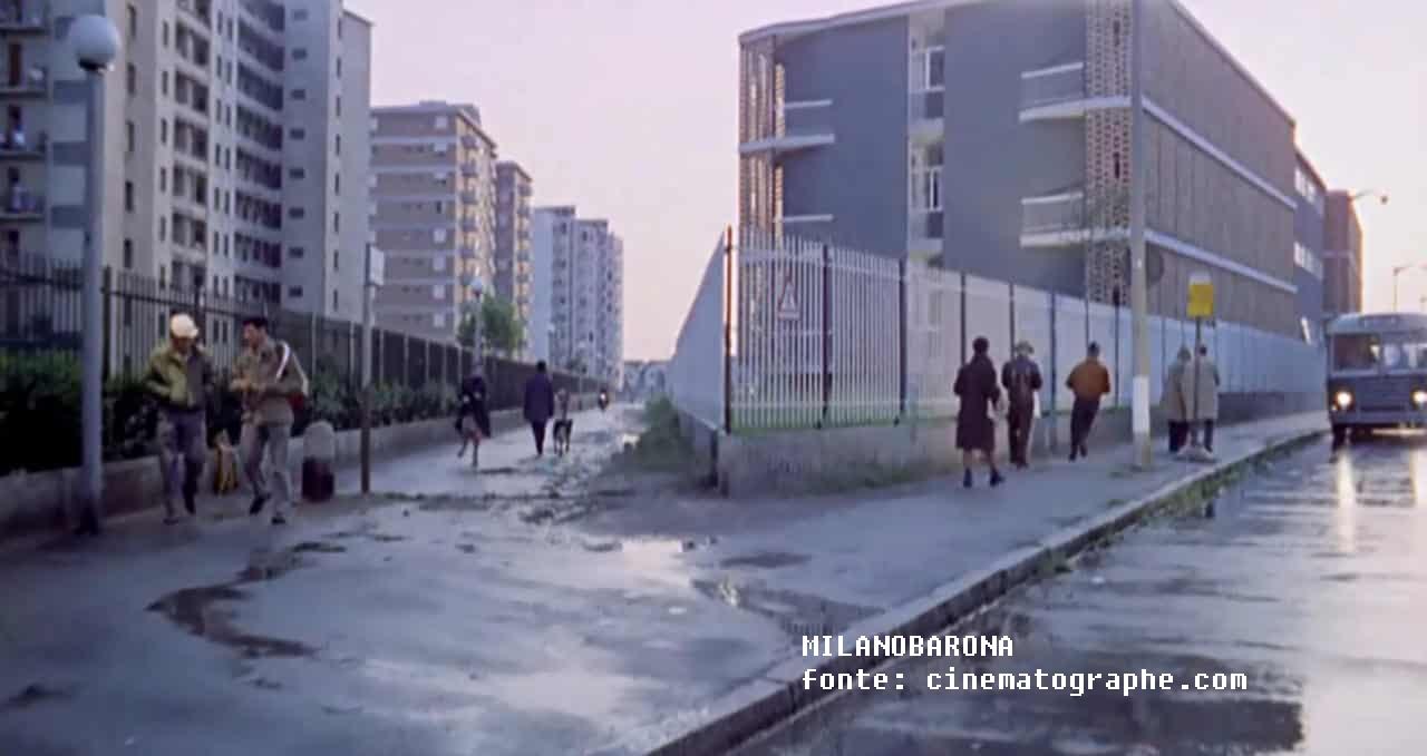 """QT8 nel 1962. Via Angelo Salmoiraghi (fotogramma del film """"BOCCAZZIO 70). Fonte immagine sovraimpressa nella foto."""