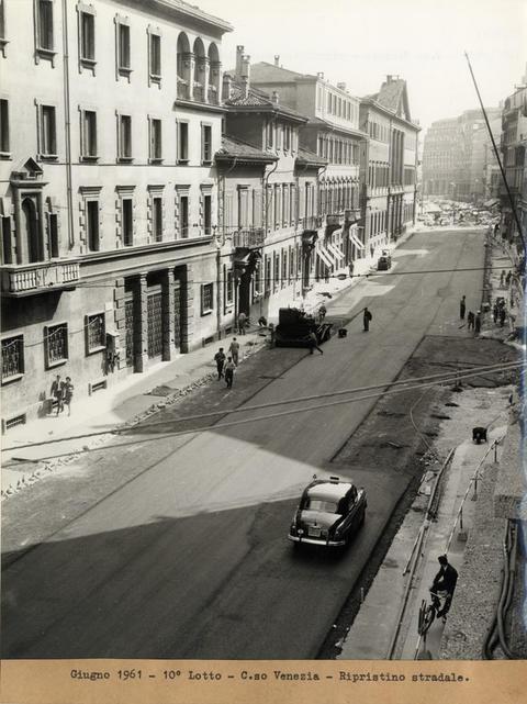 Corso Venezia 1961 circa. Riempimento scavi galleria Metropolitana 1 e riasfaltatura. (fonte web: iconoteca.arc.usi.ch)