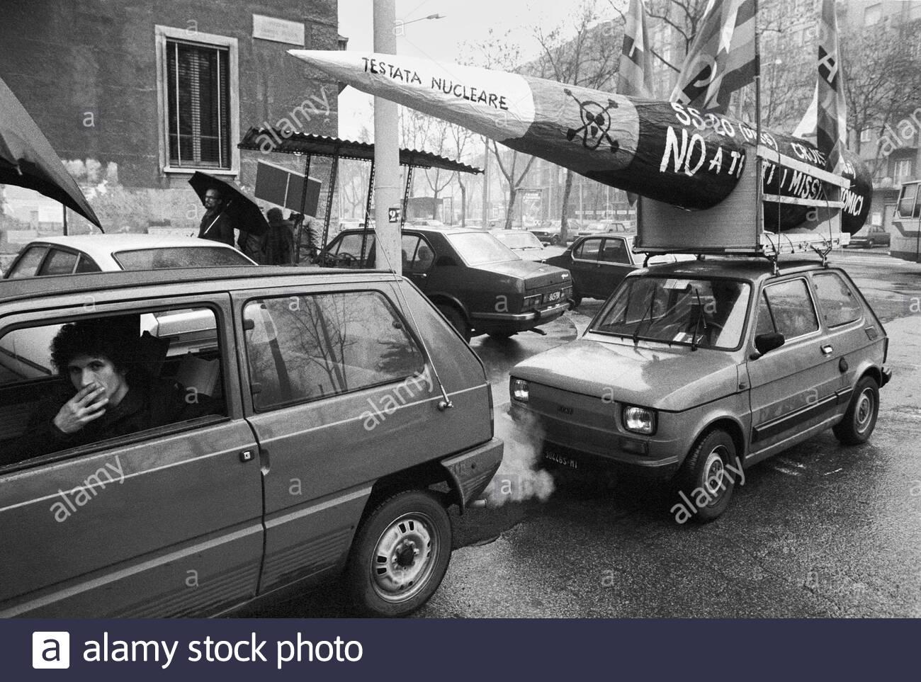Corvetto 1984, Piazzale Gabrio (Gabriele) Rosa. Manifestazione anti missilistica nucleare.