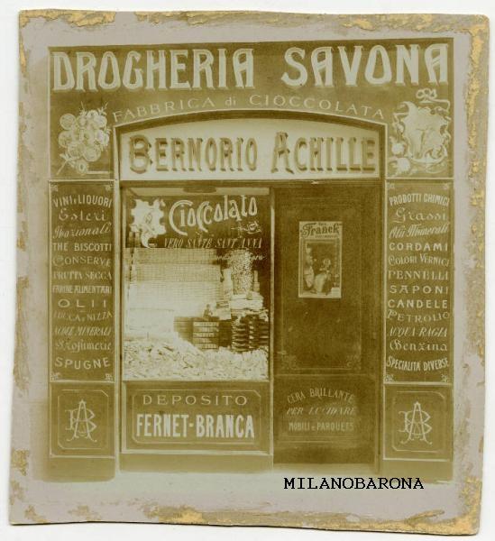 """Milano Porta Genova primi del '900. Via Savona e omonima """"Drogheria Savona"""" (con annessa fabbrica del cioccolato) di Achille Bernorio. (fonte fotografica e contestuale web Lombardia beni culturali)"""