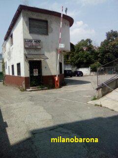 Barona, Via A.Binda 14 a confine delle pertinenze del civico 16. Ex uffici legali e di amministrazione ditta Luigi Neri (fabbricato inutilizzato da decenni). 15-07-2019