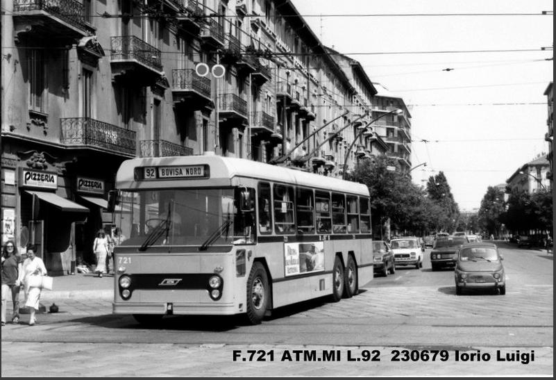Viale Stelvio intersezione Via Farini nel 1979. Filobus 92 F 721 ricostruito dal FIAT 672F/CGE Cansa