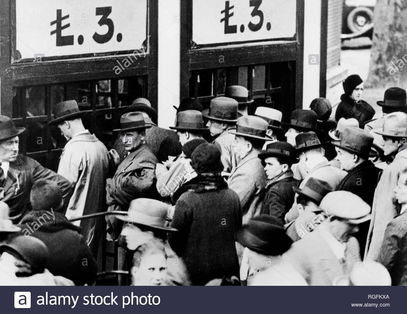 Fiera Campionaria edizione 1932. 3 £ Lire per l'accesso al pubblico...