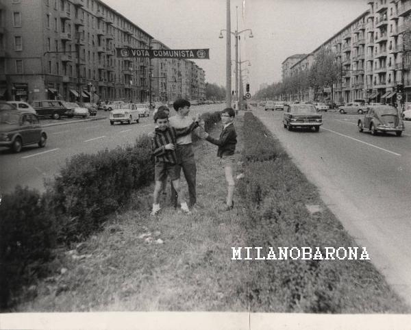 Milano 1970. Convergenza dei quartieri Cà Granda-Prato Centenaro-Segnano. Viale Fulvio Testi in prossimità di Via Pianell. (fonte fotografica Lombardia beni culturali)