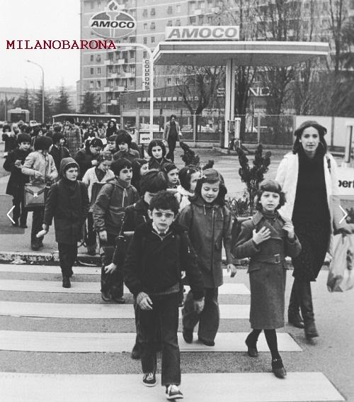 Milano 1973. Gallaratese. Incrocio Via Uruguay con Via delle Ande. (fonte web: Casa della Vetra)