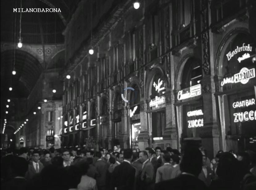 """Galleria Vittorio Emanuele II* (1954). (fotogramma film """"Scuola Elementare"""")"""