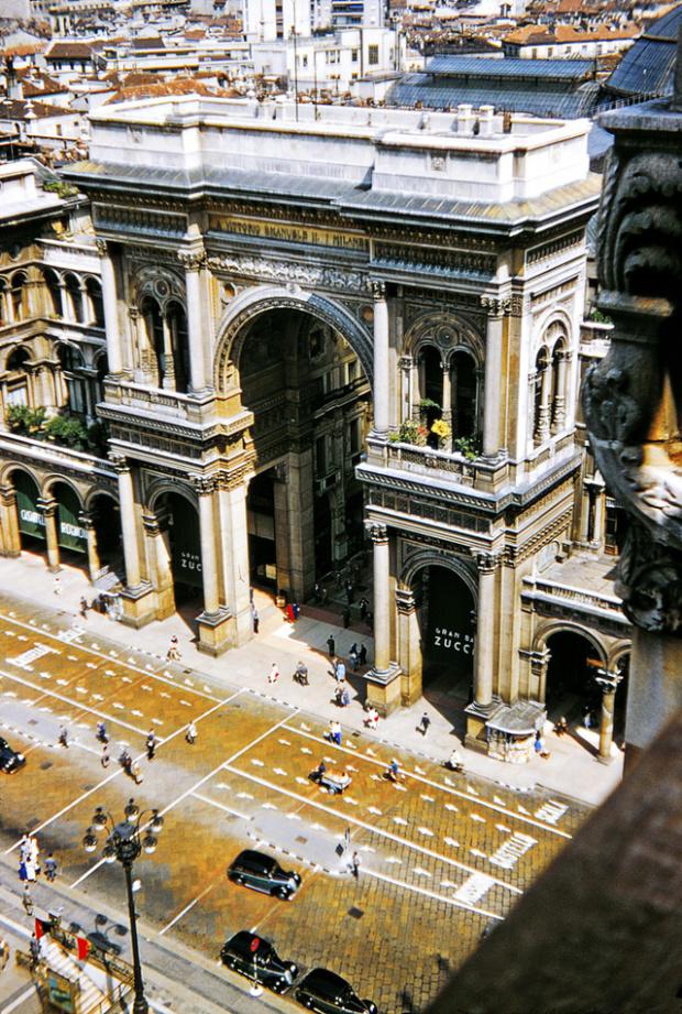Galleria Vittorio Emanuele vosta dalle terrazze del Duomo nel 1956. Fonte venets.wordpress