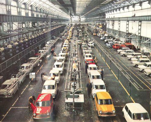 Staabilimenti Innocenti di Lambrate (fine anni '60 circa). Linea di rifinitura veicoli. (fonte web registroinnocenti.org)