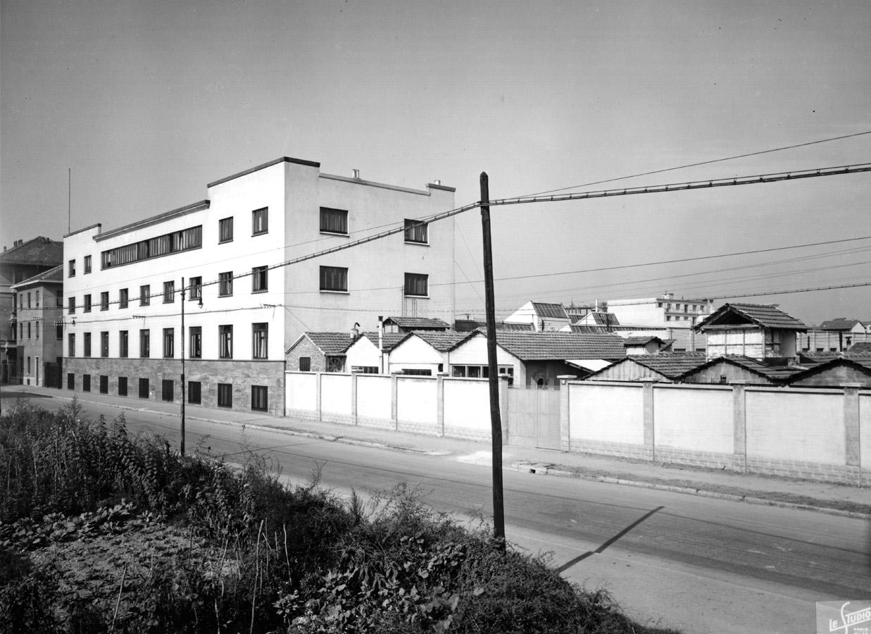 Porta Vigentina (confinante con Porta Romana). Via Serio 1950 circa, Istituto de Angeli. (fonte immagine : web warch.eu)