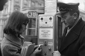 Macchinetta meccanica a monete erogatrice biglietti urbani ATM, anni '60 del 900. Fonte immagine web ATM.