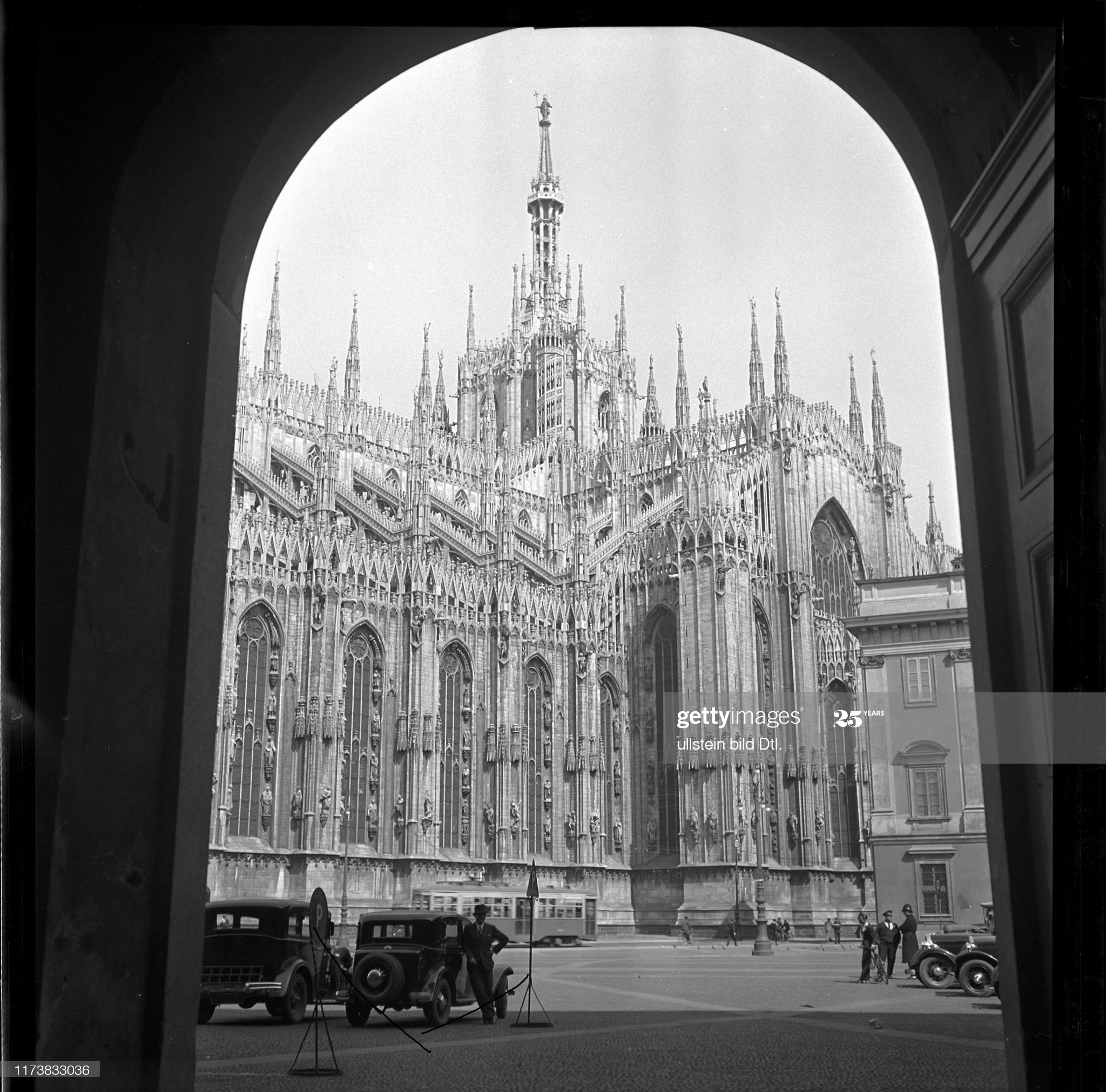 Cathedral Duomo in city of Milan, 1956 (Photo by RDB/ullstein bild via Getty Images)