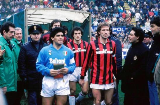 Stadio di San Siro il 3 marzo 1985. Maradona e Franco Baresi. (fonte :stilemilan)
