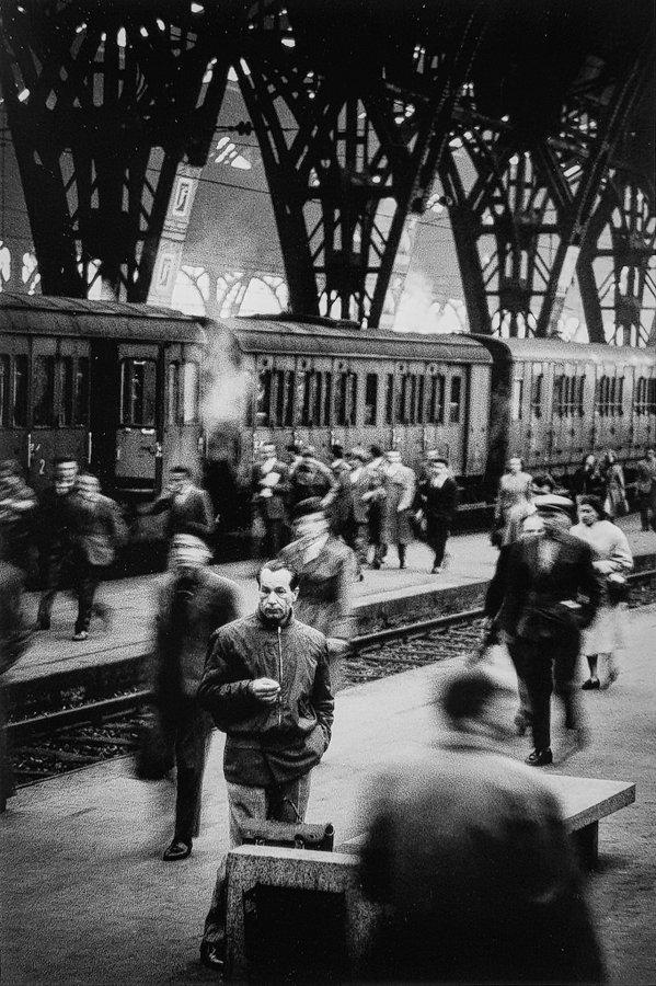Stazione Centrale 1960 circa. (fonte web profilo utente Twitter). Autore non noto.