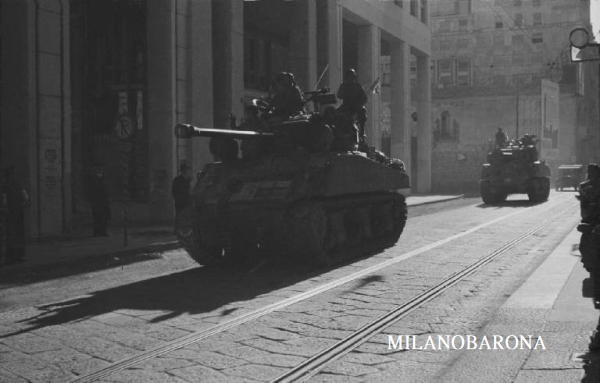Milano 29 Aprile 1945. I giorni della Liberazione. Carri armati lungo Corso Monforte. (fonte: Lombardia beni culturali)