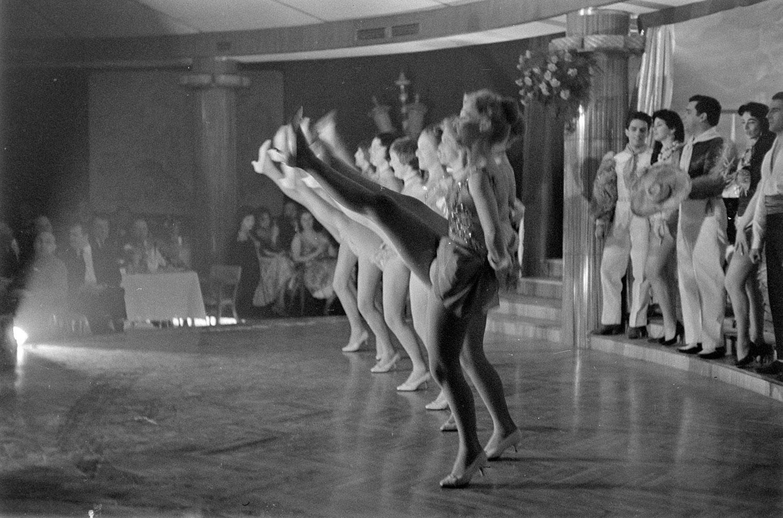 Milano 1959. Località non precisata, interno di un Nightclub. Fonte immagine: raccolta fotografica web di Alfa Castaldi.