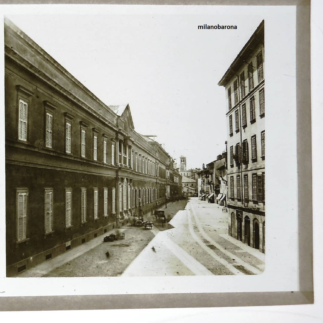 """Milano 1859. Regno """"LombardoVeneto"""". Ospedale Maggiore """"Cà Granda"""" dove oggi risiede l'Università Statale Via Festa del Perdono. (fonte fotografica http://picbon.us)"""