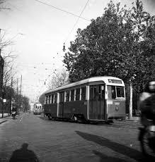 Milano 1955 circa Via Mario Pagano. In evidenza una vettura tramviaria Ansaldo Breda-CGE-TIBB. (fonte web ex sito fondazioneansaldo)