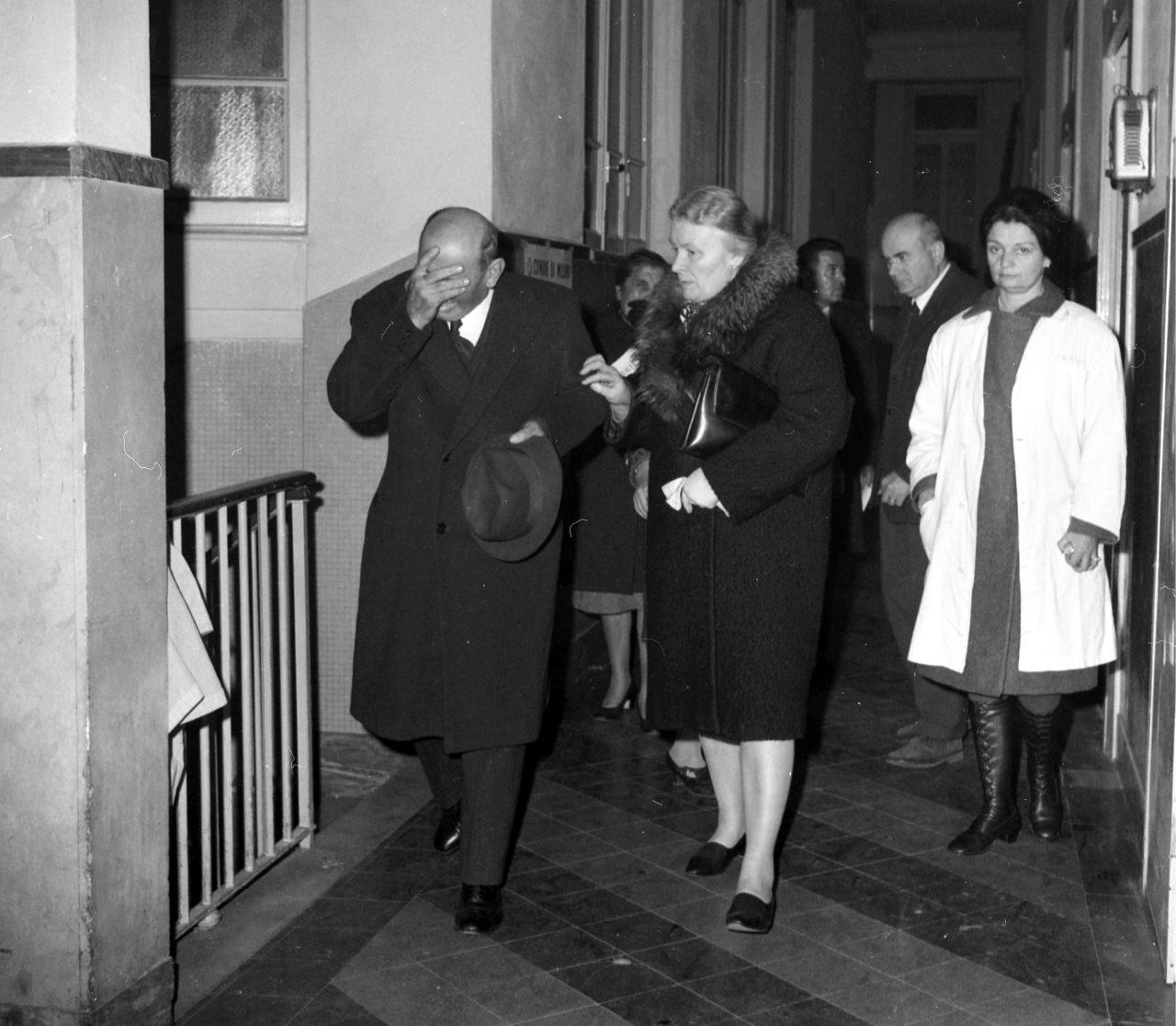OBITORIO, PARENTI DELLE VITTIME DELLA STRAGE DI PIAZZA FONTANA ANNO 1969 (FOTO DE BELLIS/Fotogramma, MILANO - 1969-12-14)