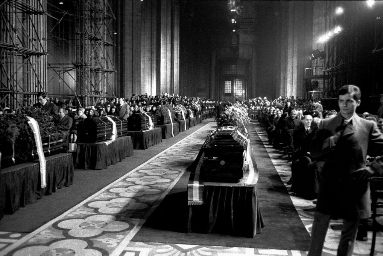 FUNERALI VITTIME DELLA STRAGE DI PIAZZA FONTANA IN DUOMO ANNO 1969