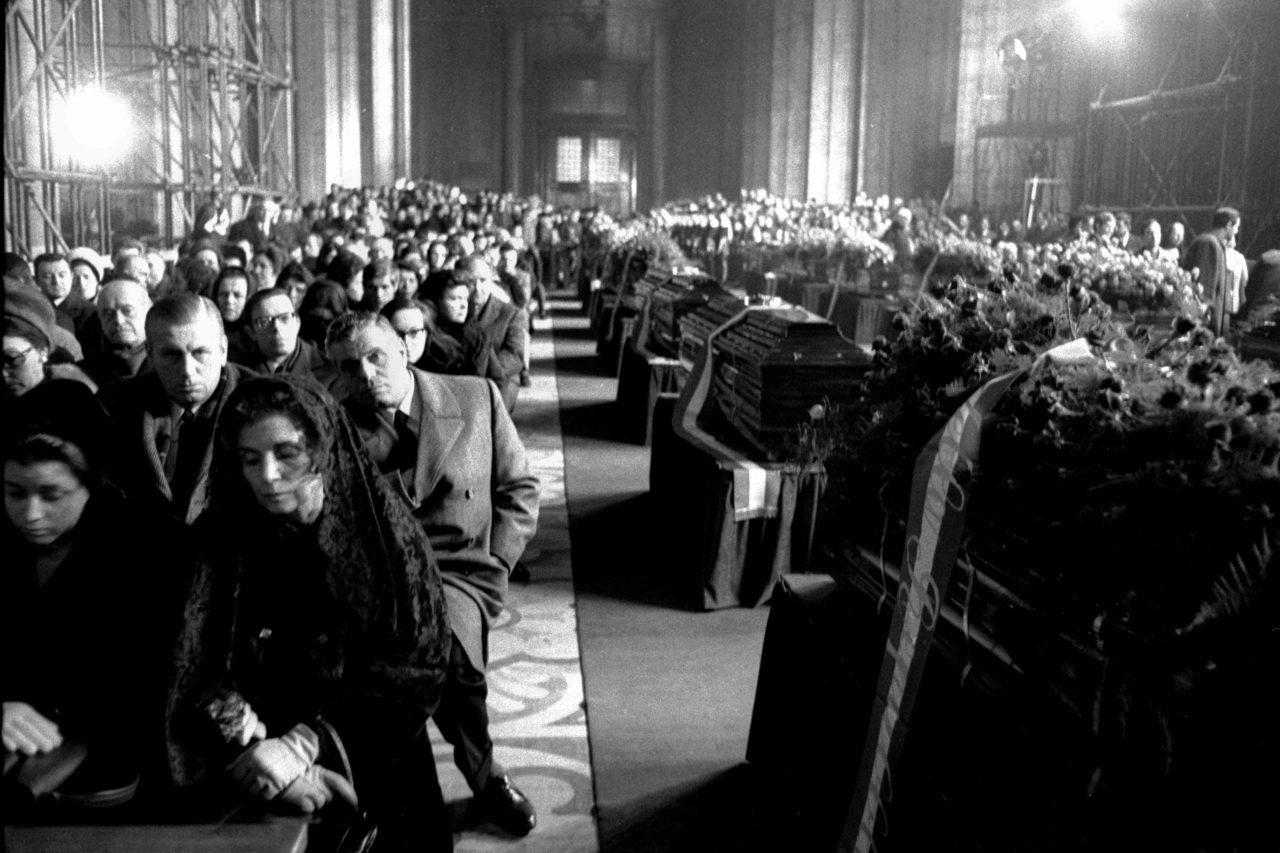 FUNERALI VITTIME DELLA STRAGE DI PIAZZA FONTANA IN DUOMO ANNO 1969 (Foto De Bellis/Fotogramma, MILANO - 1969-12-15)